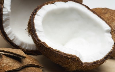 7 Amazing Benefits Of Coconut Oil For Hair!